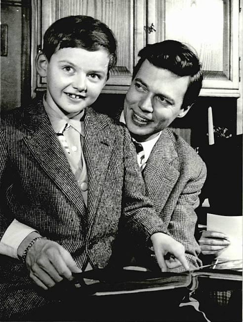 Karlheinz Böhm mit Rolf Knie als Kind