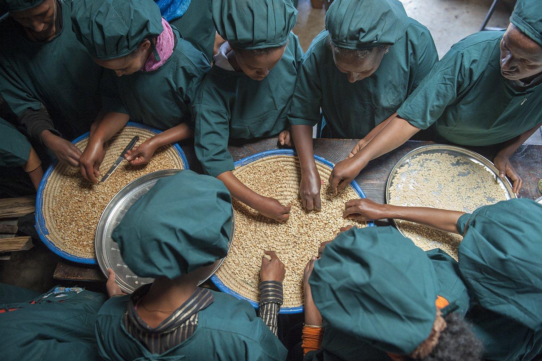 Äthiopische Frauen an einer Kochweiterbildung von Menschen für Menschen