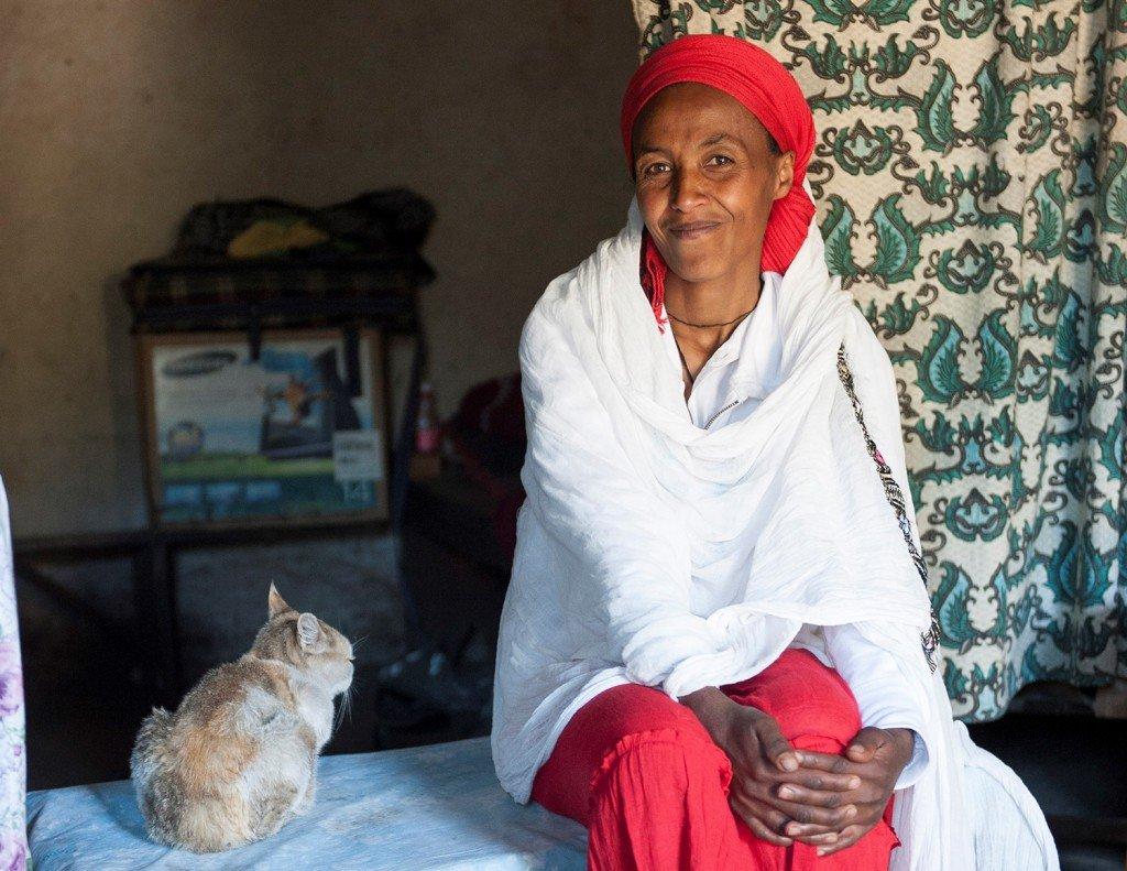 Lemlem Tafesse, 39, alleinstehende Mutter, die mit dem Verkauf von Injerra und Tella (lokalem Bier) ihren Lebensunterhalt verdient