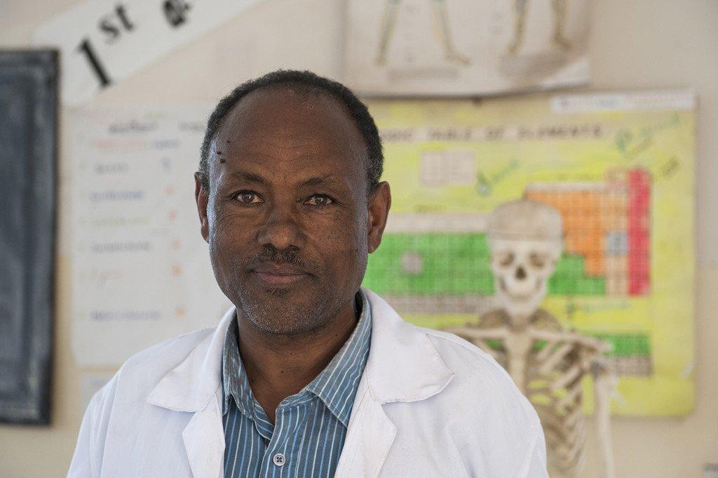 Abebech Gobena Schule -Elias Shumi, 50, Chemielehrer an der Abebech Gobena Schule in Addis Abeba