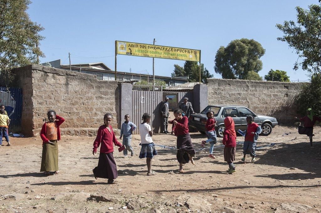 Eingang zur Abebech Gobena Schule