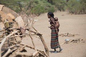 Frau mit Kind in Afar_kompr