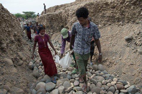 Bewässerungskanal gegen Hunger