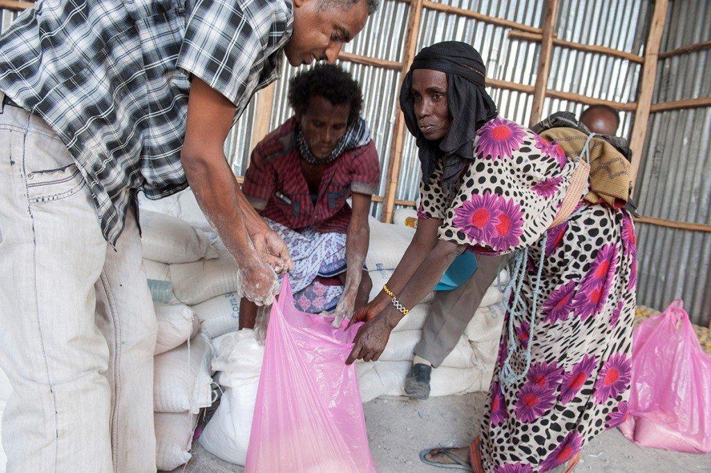 Verteilung der Hilfsgüter gegen die Dürre