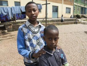 Brüder im Waisenhaus