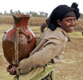 Äthiopierin mit Wasserkrug