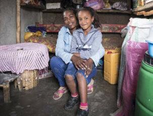 Kleinkreditnehmerin mit Kind