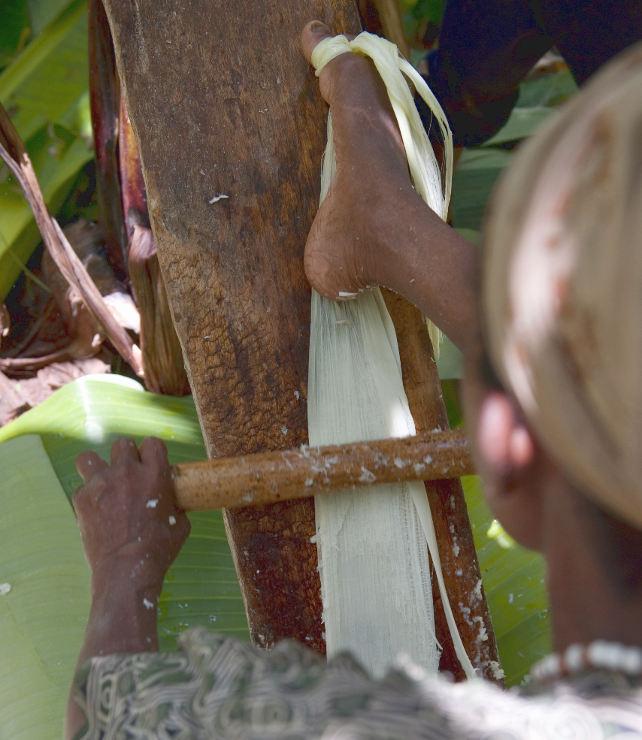 Ensete: Bäuerin bei der Arbeit