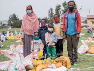 Familie mit Maske in Debre Berhan