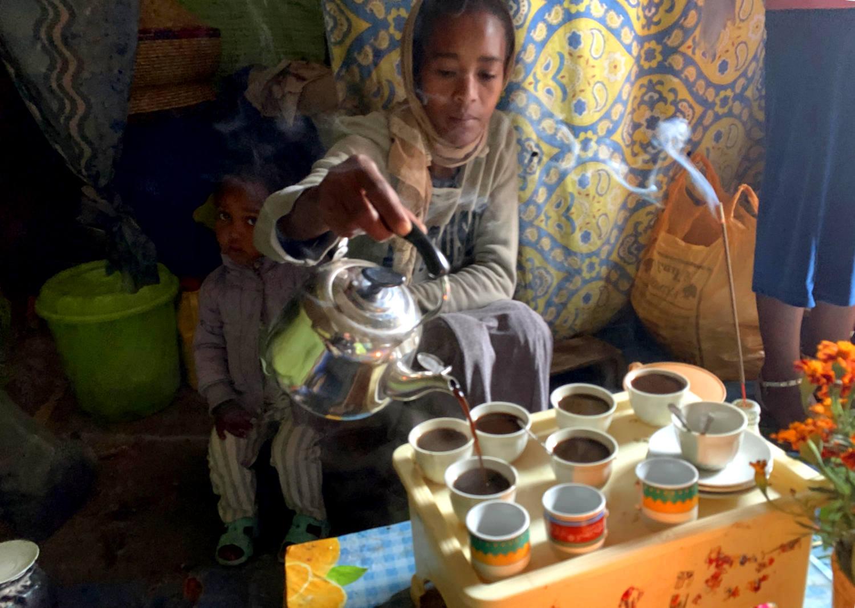Traditionell wird der Kaffee aus kleinen Tassen getrunken.