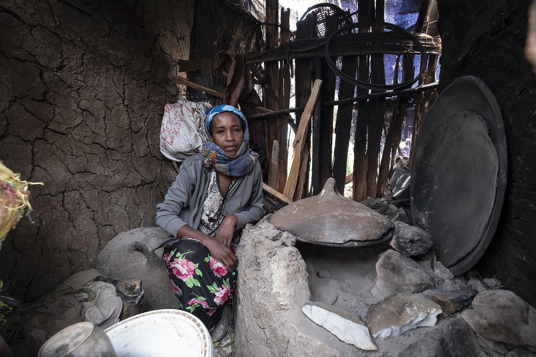 Mimi Goshime hat keine Küche, sie nutzt die Kochstelle der Nachbarn.
