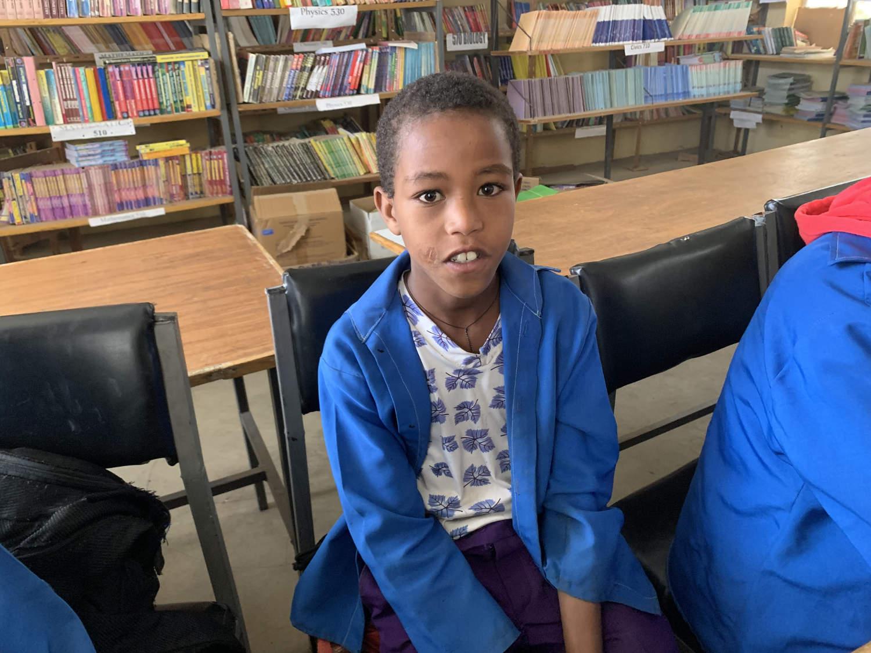 Abiy in der neuen Schuluniform. In Äthiopien sind Schuluniformen Pflicht.