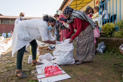 Verteilung von Lebensmittel-Nothilfepaketen