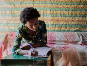 Yerus beim Tagebuch schreiben