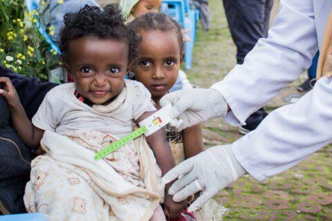 Kontrolle von Unterernährung: Vermessung des Armumfangs
