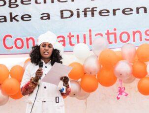 Kochabsolventin bei der Abschlussfeier in Addis Abeba,