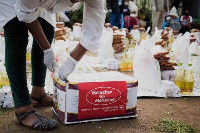 Nothilfe-Paket mit Lebensmitteln