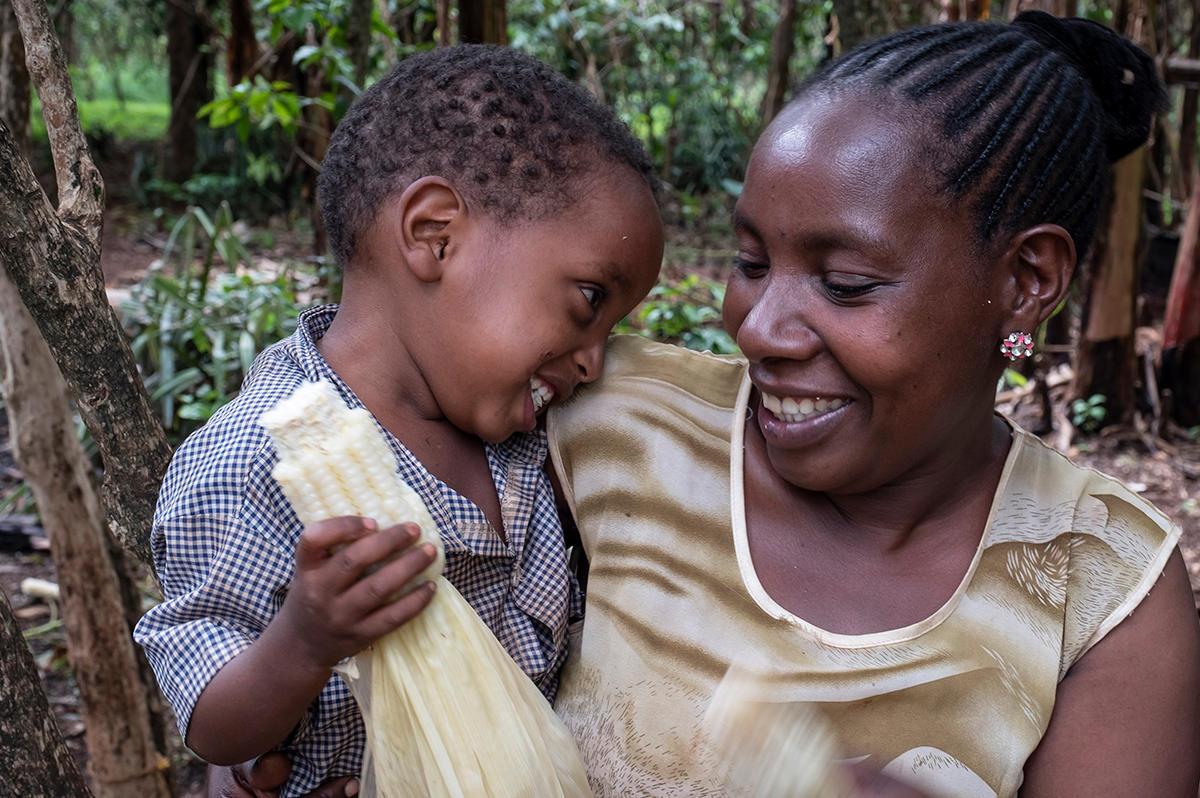 Fikre mit ihrem Jüngsten: Dass sie jetzt weniger Sorgen hat, kommt auch den Kindern zu Gute