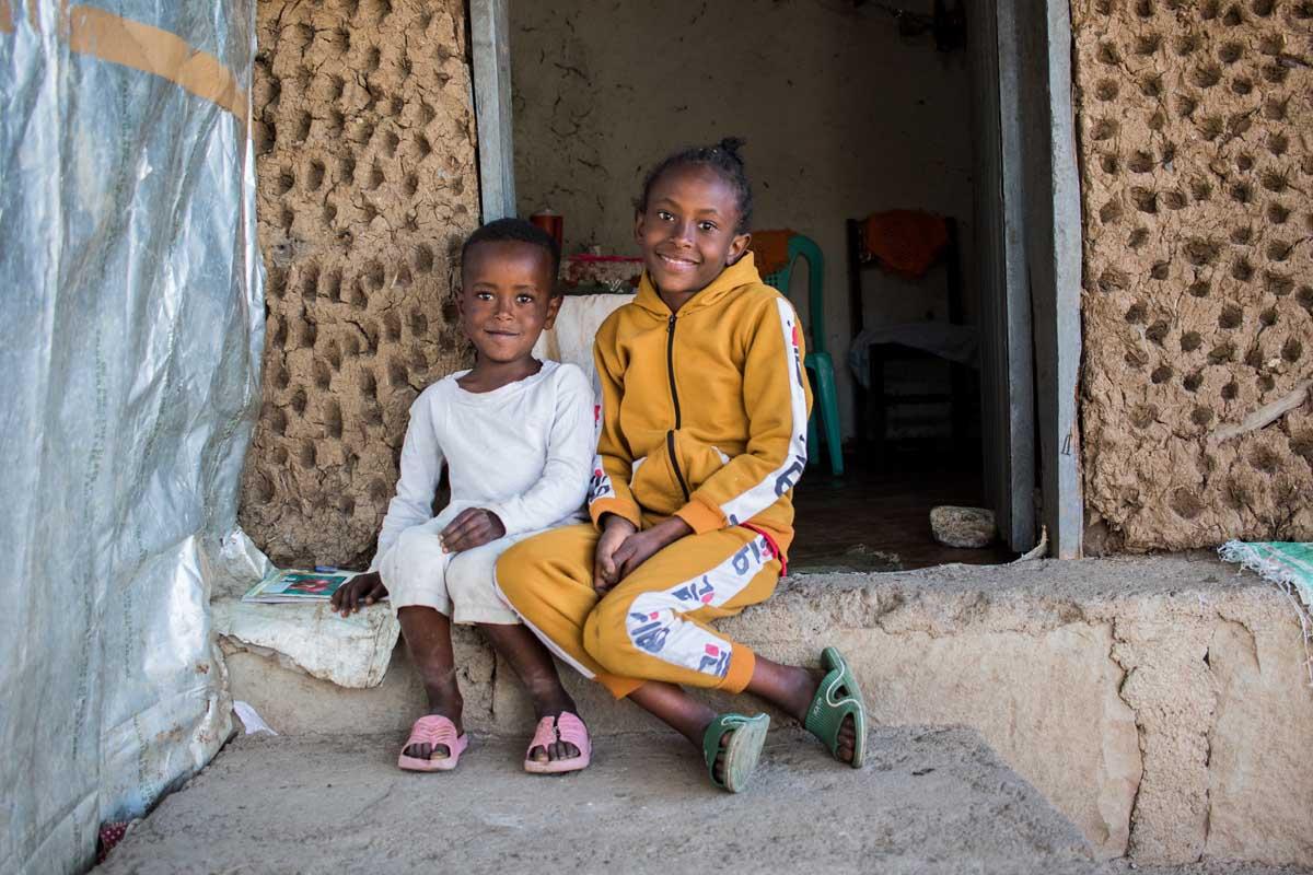 Die Flüchtlingskinder erhielten Schulsachen