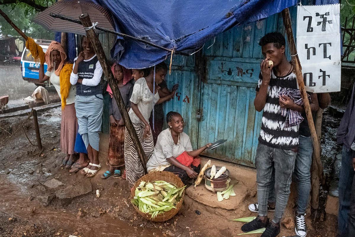 Der Verkauf von Mais in der Kleinstadt Dilla trägt zum Einkommen bei