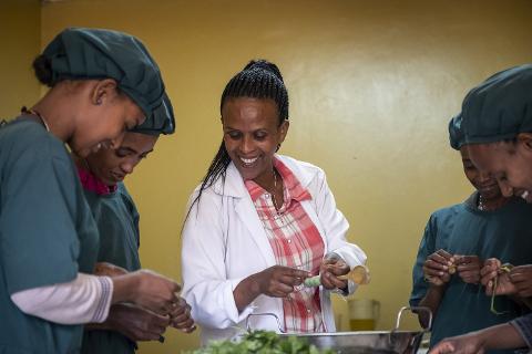 Genet Shewa, Lehrerin im Hauswirtschaftskurs