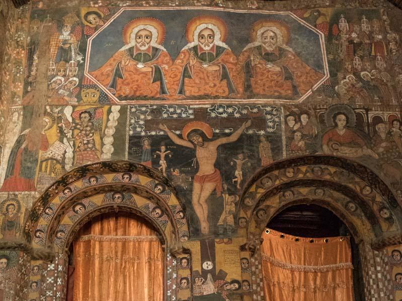 … doch innen ist sie mit Malereien reich verziert: Immer wieder entdeckt man neue Details