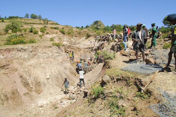 Bau von Erosionsbefestigungen